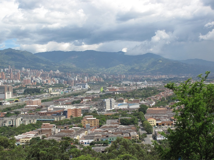#Medellín entre montañas