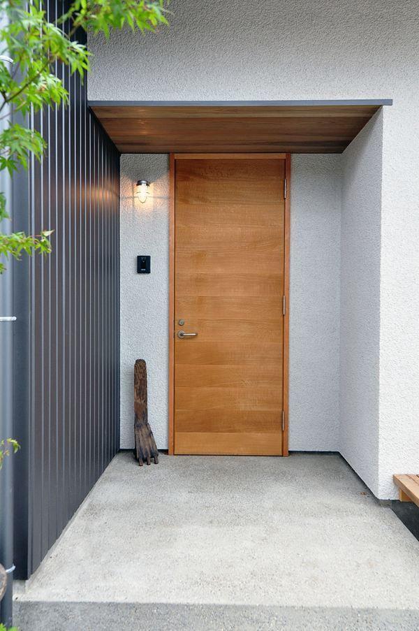 オーガニックスタジオ新潟 モデルハウスの外観写真 現代的な玄関ドア
