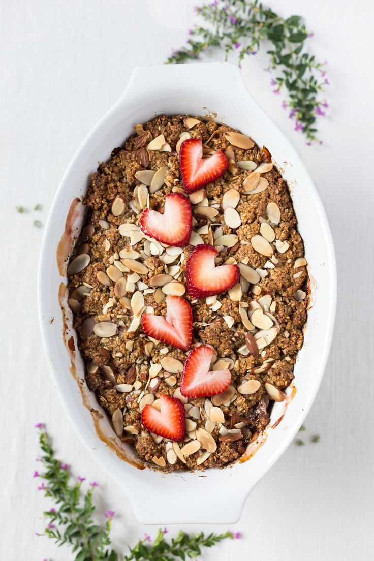 Strawberry and Rhubarb Breakfast Oat Crisp - A summer crisp recipe made with a almond-oat-butter topping. Ready in less than an hour!