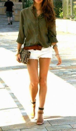 Tenida con shorts blancos