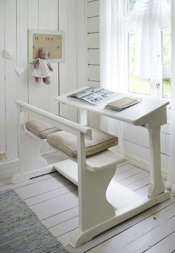An old Finnish school seating. DESDE MY VENTANA » What a fun window seating idea.