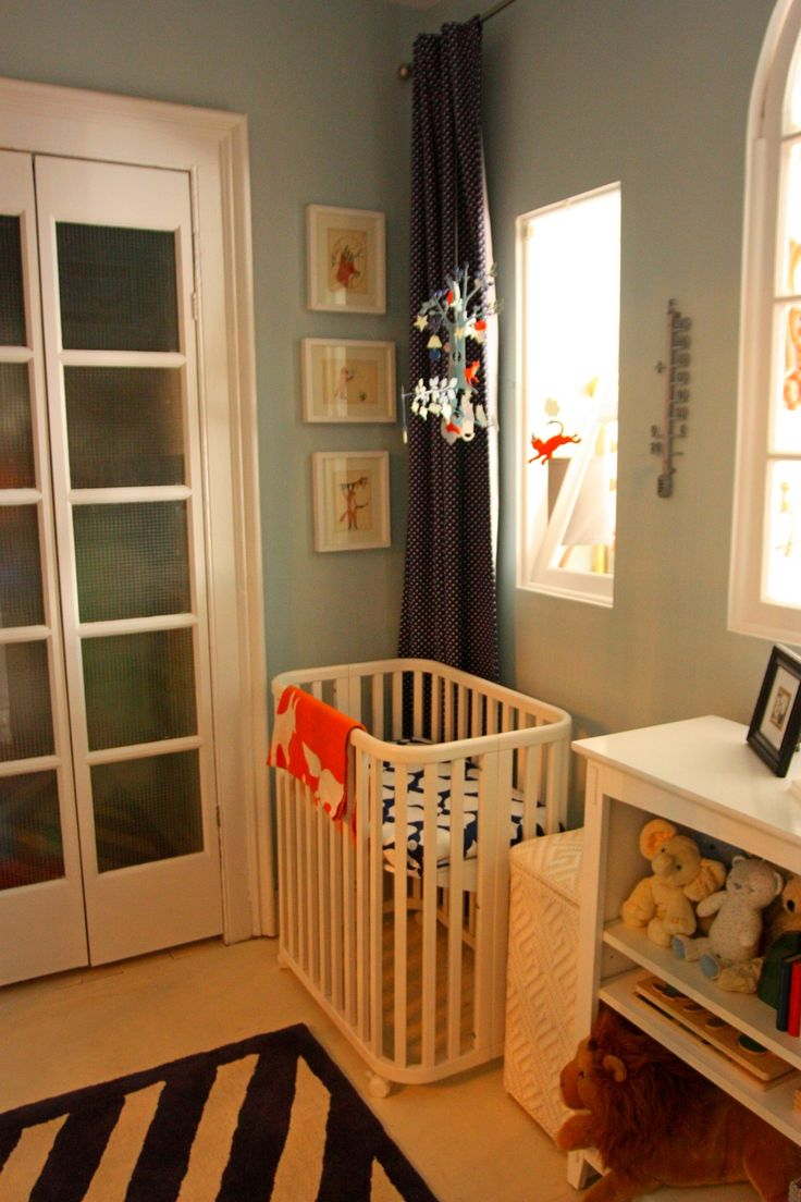 Crib heights for babies - I Like The Vertical Arrangement Of The Pictures And Hanging Mobil They Used Height To Make Up For The Lack Of Space For The Cradle
