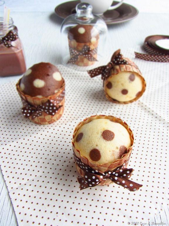 Coconut and Vanilla: Vanilla and chocolate cupcakes (steam)