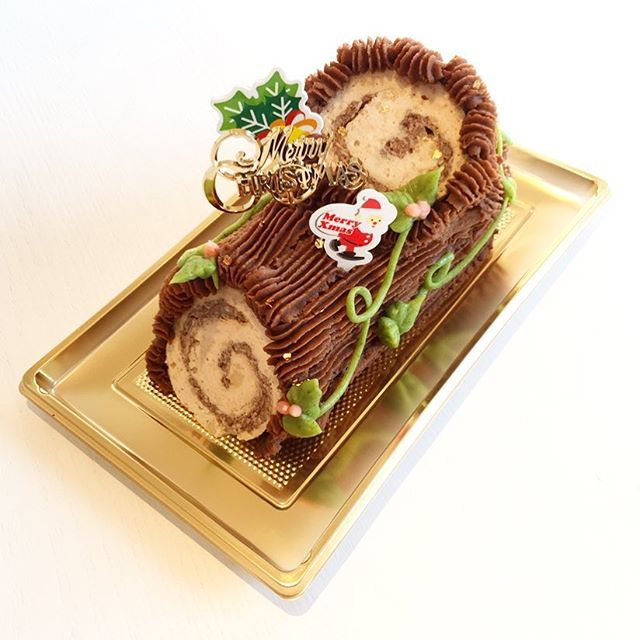 【ワンコ用クリスマスケーキ2017ご予約受付開始‼️】 毎年大好評のMabbyS特製クリスマスケーキ今年もご予約受付開始致しました✨  中身はお肉ぎっしりワンコのためのスペシャルケーキです ✴︎価格✴︎ 4000円(税別) ✴︎サイズ✴︎ 直径約8cm、長さ約16cm、重量約550g (1つ1つ手作りの為、サイズが多少前後する事があります。ご了承下さい) ✴︎原材料✴︎ 国産鶏肉、オーガニックパン粉、オーガニック豆乳、鶏卵、オーガニックキャロブ、オーガニックさつまいも、プチヴェールパウダー、オーガニックビーツ、金箔 ✴︎ご配送も可能です(別途配送料要、関東地方の場合は1123円) ❄️ご配送の場合は、冷凍でのご発送になります❄️ ✴︎ご予約は先着順でお受け致します。12月10日までご予約を受け付ける予定ですが、ご予約多数の場合は早目に締め切らせていただく可能性がございますので、ご了承願います。  飾りは変更がある予定です  ご予約、お問い合わせは MabbyS Dog Deli 0467-95-3535まで  #クリスマス #クリスマスケーキ #犬用ケーキ…