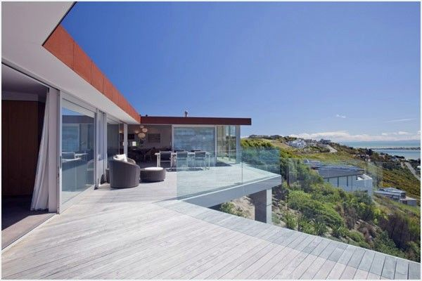 "<strong>MAP Architects</strong> designed the imposing<strong> Redcliffs House</strong>, a contemporary habitation situated in Christchurch, New Zealand. Floating on a steeply sloping site, the living arrangement offers amazing perspectives of the neighboring estuary, shoreline and the Kaikoura mountain runs past. According to the engineers, ""<em>the plan of the home was managed by the nearby atmosphere and the topography of the site. The home 'sits its bum' on the most astounding point of…"