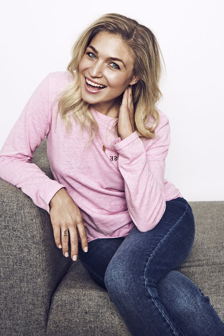 Christiane Schaumburg-Müller in Alt For Damerne wearing Samsøe & Samsøe Lida PAUSE blouse.