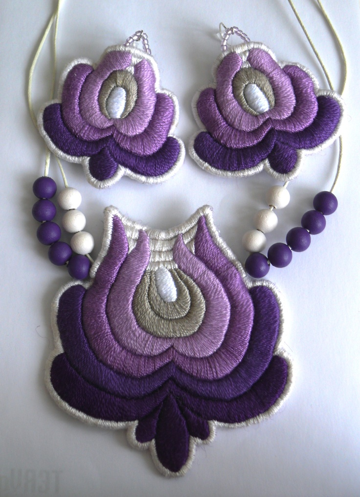 Hungarian embroidered necklace with earrings by Mokavicka