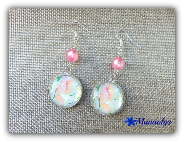 Boucles d'oreilles cabochons en verre papillons roses, perles nacrées en résine - boucle d oreille percée - Manaolys - Fait Maison