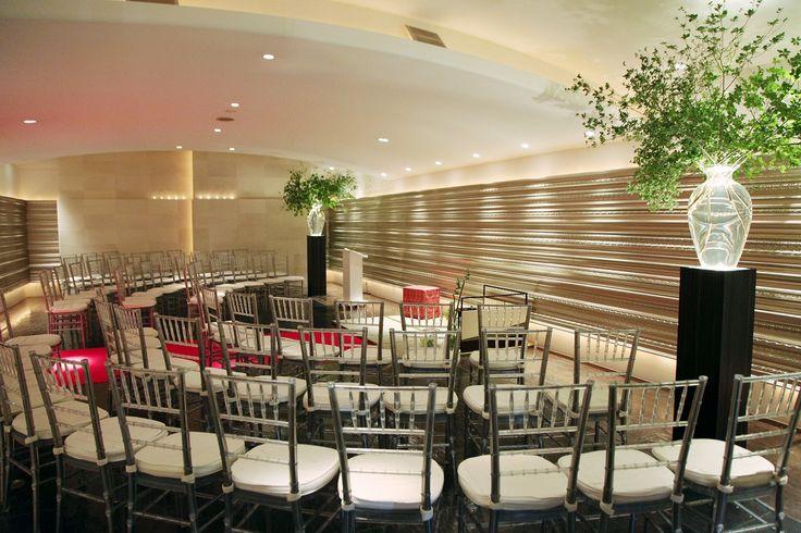 ゲストに見守られた中心には二人からの想いが詰まった茶室を準備