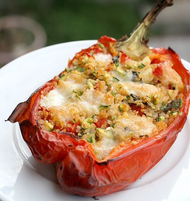 Peperoni ripieni di quinoa e zucchine | http://www.ilpastonudo.it/verdure/peperoni-ripieni-di-quinoa-e-zucchine/