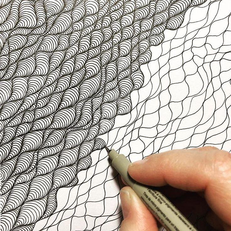 Ich mag dieses Muster wirklich und wie es wächst und sich entwickelt, während ich es zeichne. #doodle #doodling #drawing #teckning #pattern # mönster…