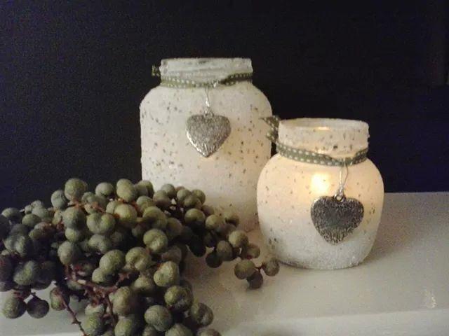 Lege potjes insmeren met hobbylijm door schelpenzand rollen ,waxinelichtje erin en klaar voor de lange winteravonden!
