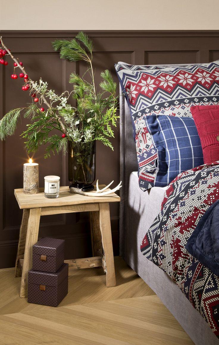 Duftkerzen Und Frische (Beeren ) Zweige Sorgen Für Relax Aromen. Einfach  Perfekt! // Schlafzimmer Nachttisch Kerzen Blumen Hocker Bettwäsche ...