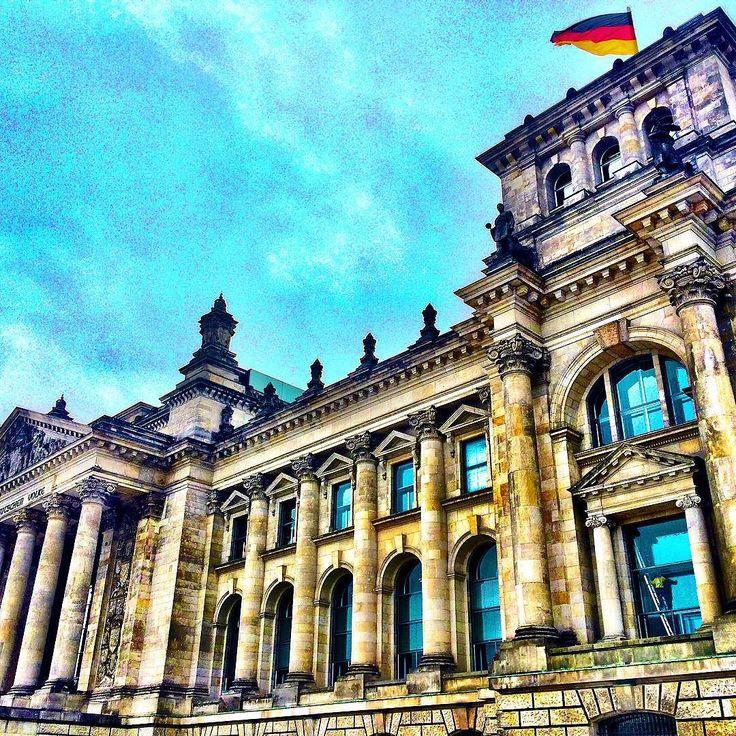 #reichstag #bundestag #berlin #city #germany #deutschland #sky #building #architecture #flag #picoftheday #instadaily #likeforlike #tagsforlikes #like4like #instagood #instalike #travel by _piratensender