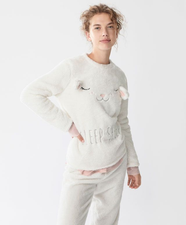 Zachte sweater met schaap - Fleece - Autumn Winter 2016 trends in women fashion at Oysho online. Lingerie, pyjamas, sportswear, shoes, accessories, body shapers, beachwear and swimsuits & bikinis.