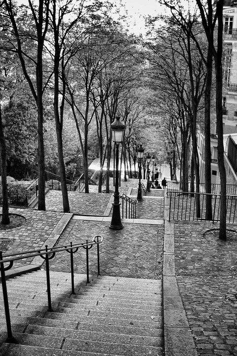 """""""Paryż jest jak miłość od pierwszego wejrzenia- raz zobaczysz i do końca pozostajesz wierny"""". Nic dodać, nic ująć. Sprawdź, jak łatwo można zakochać się w artystycznej duszy miasta miłości <3"""