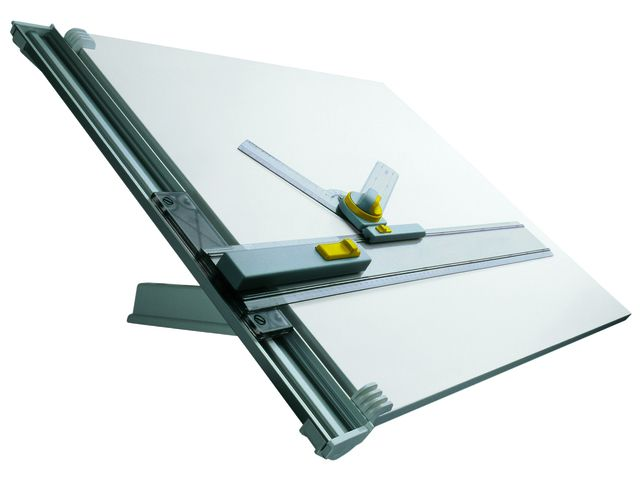 Aristo ZMT2 A2 tekenapparaat  Professioneel tekensysteem met kunststof ommantelde tekentafel. Het systeem is uitgevoerd met een aluminium precisie-geleidingsprofiel en een 4e kunststof glijlagers voor het soepel verschuiven van de parallel tekenliniaal. De liniaal is voorzien van een stop-en-go mechaniek en vrijloopschakeling. De sneltekendriehoek wordt standaard meegeleverd. De tafel is voorzien van een steun te plaatsten in 4 standen met anti slip. Geschikt voor papierformaat tot A2…