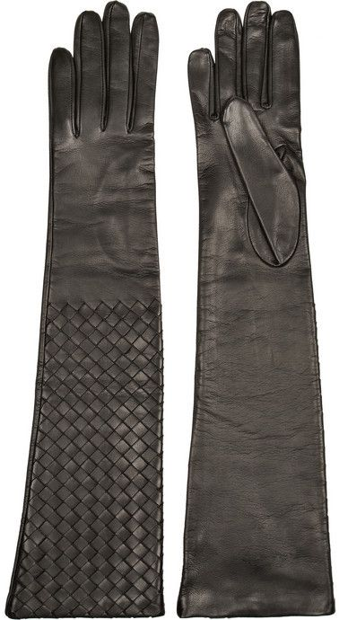 Master modern elegance this season with Bottega Veneta's long gloves. The brand's intrecciato technique is not only stylish, it's also practical - the hand-woven leather is extra strong and durable. C