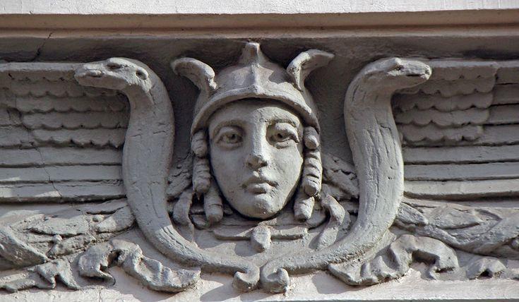 Богиня Афина тоже живет в Москве