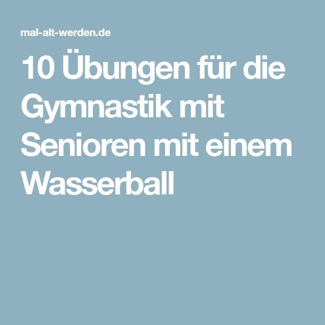 10 Übungen für die Gymnastik mit Senioren mit einem Wasserball