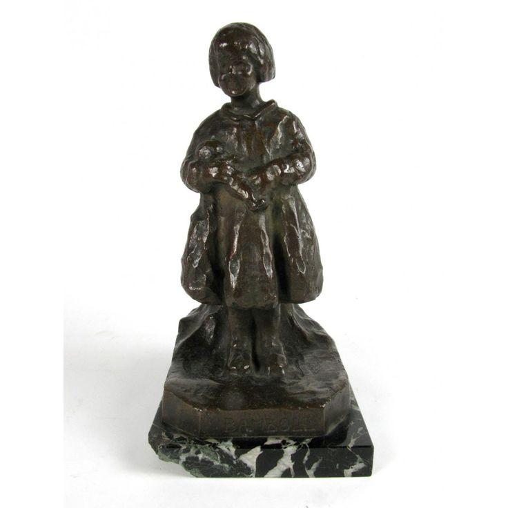 R. Zacchetti, Bambina con Bambola. Scultura Antica in bronzo dei primi decenni del 1900 raffigurante una bimba con una bambola in braccio. Comprala ora!