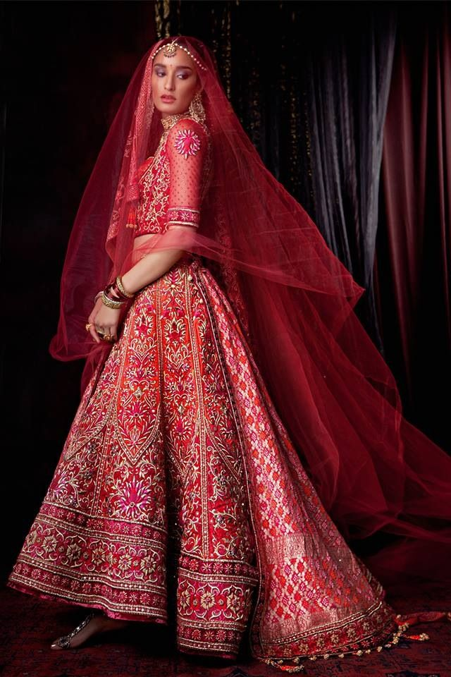 Tarun Tahiliani, red lehenga, Indian bride