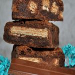 *Get more RECIPES from Raining Hot Coupons here* *Pin it* by clicking the PIN button on the image above! Repin It Here Calling all you Kit Kat and brownie lovers out there! Below is a delicious and unique recipe for homemade Kit Kat brownies. These brownies are not from a box and will be filled …