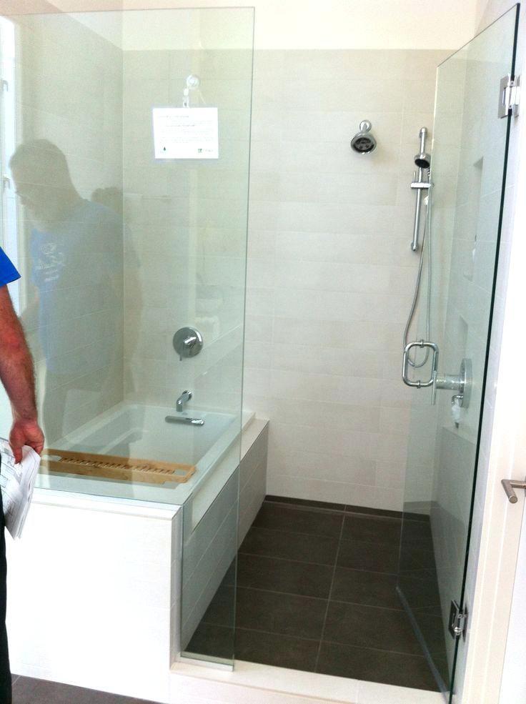 31 Amazing Small Bathroom Tub Shower Remodeling Ideas Bathtub Shower Combo Bathtubs For Small Bathrooms Bathroom Design Small
