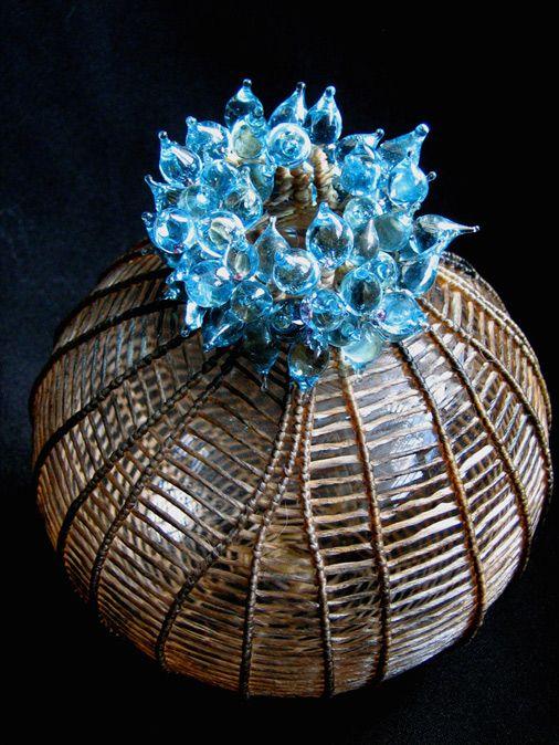 Cathy Strokowsky - Blue Gem (2012) // Verre soufflé, tissage, travail au chalumeau, tendon artificiel, fils, 15 x 11,5 x 11,5 cm / Blown Glass, weaving, flame-...