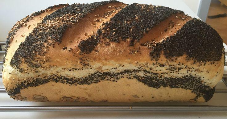 Skagensbrød - Bagt i Brødform .    Ingredienser (2 Brød)   1000 g Manitobamel  3 tsk Salt  4 tsk Bageenzymer  50 g Gær  2 spsk Rapsol...