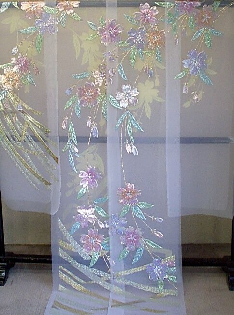 白地のオーガンジ:枝垂桜柄の色打掛