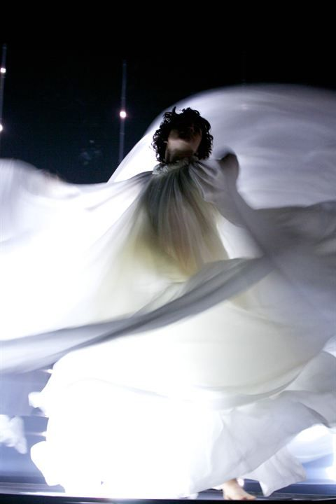 Soko en Loïe Fuller dans La Danseuse, de Stéphanie Di Giusto (2016)