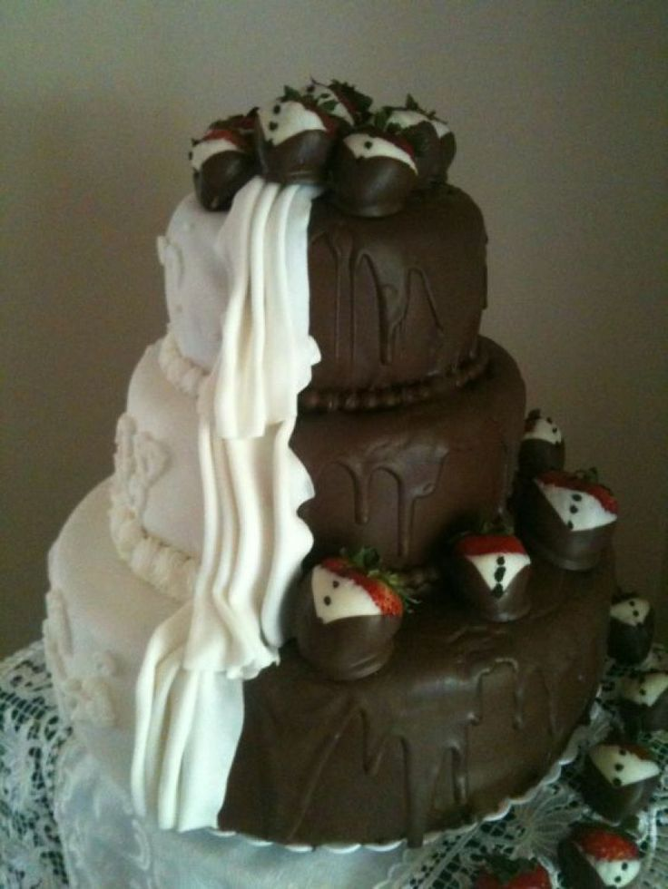 Half and Half Wedding Cake... screw the wedding part AND GIMME THAT!!!!