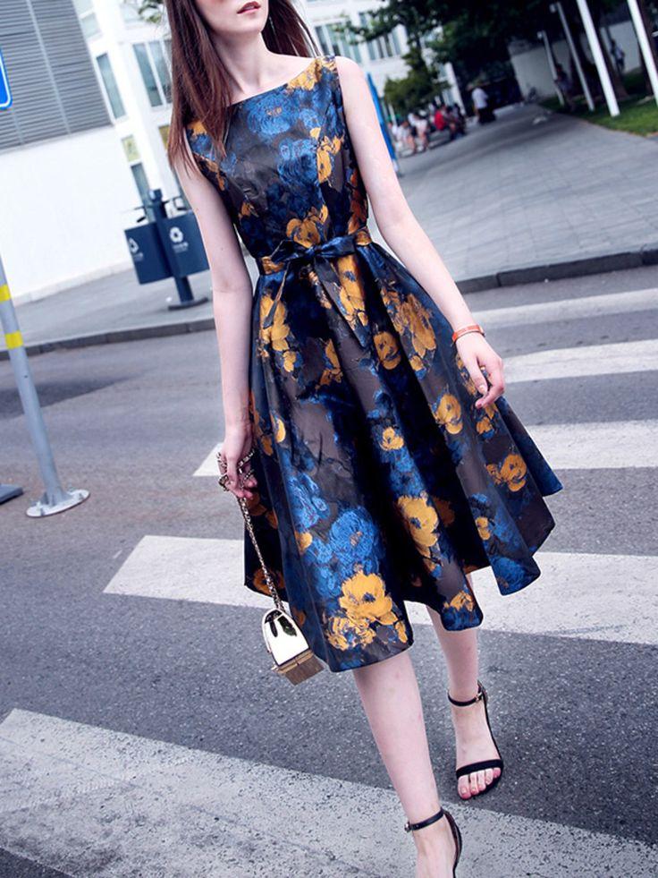 Vestido floreado con colores naranjas azules y negro