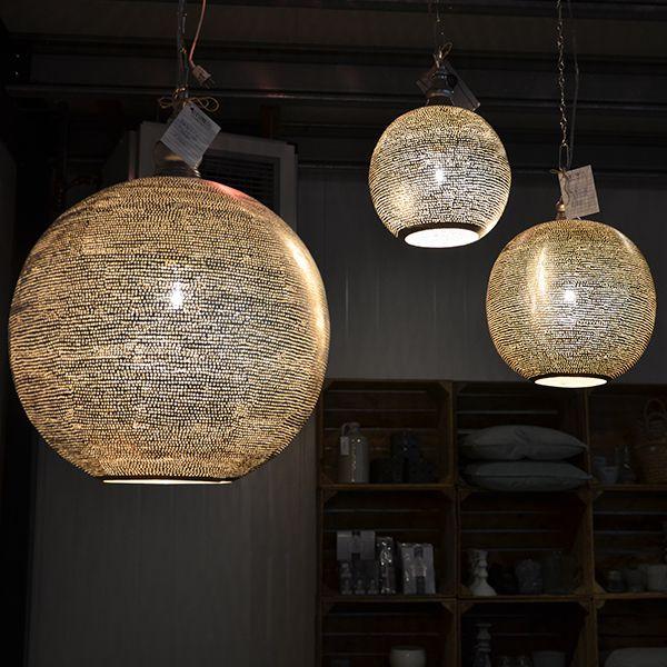 Prachtige hanglamp van Zenza. de lampen geven echt zo ontzettend veel  sfeer, het zijn