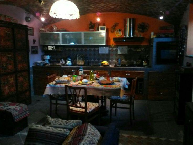 La cuccia di Susy. Accogliente B&B in Valle di Susa. La sala colazioni è ricavata nell'antica stalla con le originali volte in mattone e le pareti in pietra. www.bblacucciadisusy.it