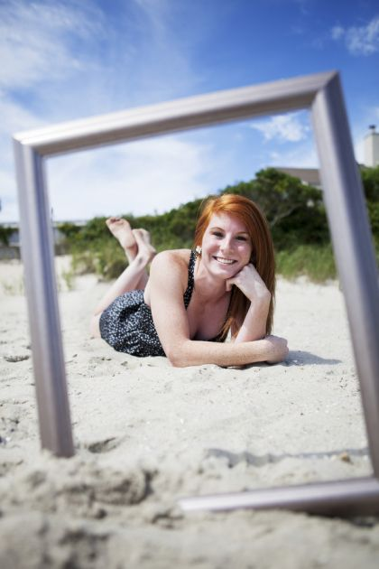 picture frame senior pictures on the beach