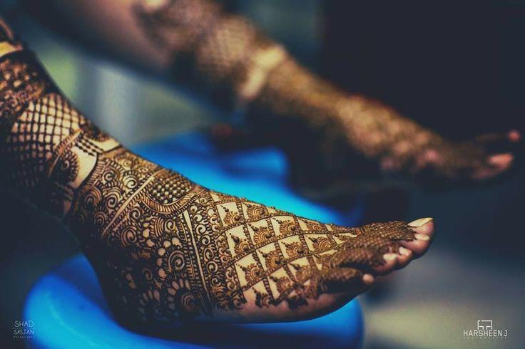 Gorgeous leg mehndi or henna designs. Photo by Harsheen Jammu. Indian bridal fashion.