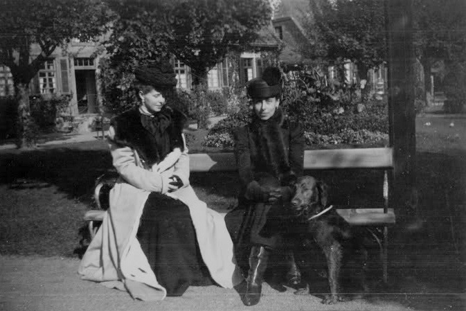 Crown Princess Marie of Romania and sister Grand Duchess Victoria Melita of Hesse and by Rhine, 1899