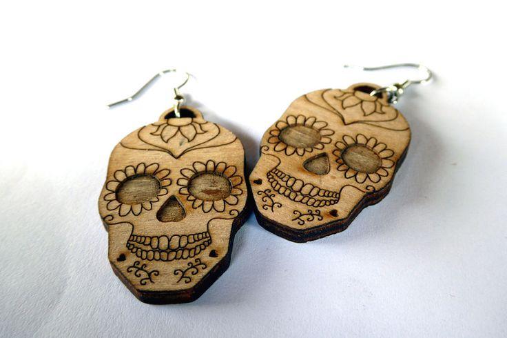 Teschi messicani - Orecchini in legno inciso di Karminer su DaWanda.com