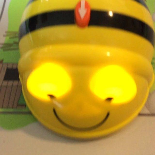 Bee Bot se laisse coder comme un jeu d'enfant. #BeeBot #EdTech