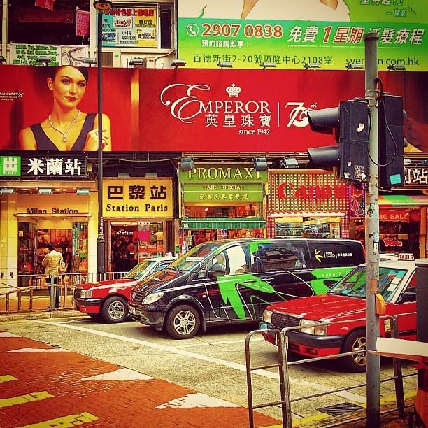 Streets of Hong Kong - @balazsroth- #webstagram