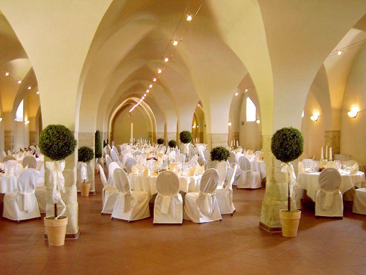 Ringhotel Schloß Schkopau #Das #Ringhotel #Schloss #Schkopau #lädt #zur #romantischen #Hochzeit #geschichtsträchtigen #Mauern #ein #Umgeben #einem #großzügigen #Schlosspark #können #Brautpaare #hier #prächtiger #Kulisse #heiraten #Standesamtliche #Trauungen #werden #Kaminzimmer #des #Schlosses #auch #Freien #durchgeführt #Für #eine #kirchliche #Trauung #auf #steht #die #Schlosskapelle #Verfügung - Heiraten - Heiraten http://www.meinhochzeitsratgeber.de #hochzeit