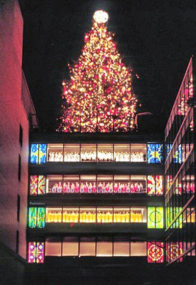 The original Rich's Great Tree lighting ceremony on a long ago Thanksgiving Night. A greatly missed Atlanta tradition in this now gone location.