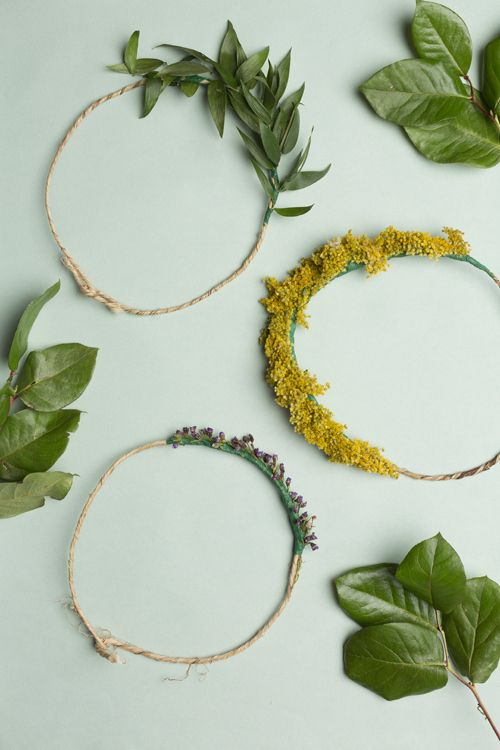 How to Make A Lovely Natural Crown http://petitandsmall.com/how-to-make-lovely-natural-crown/