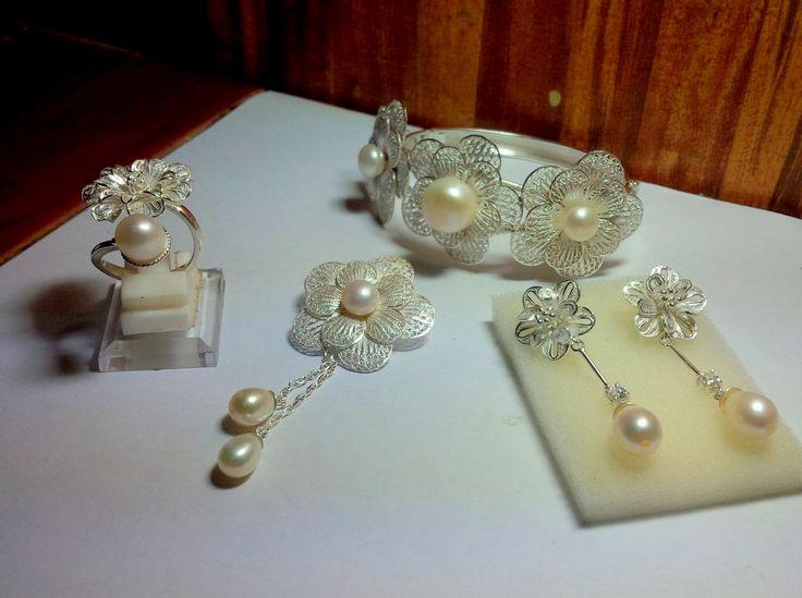 Perhiasan Mutiara Bahan Rangka Perak