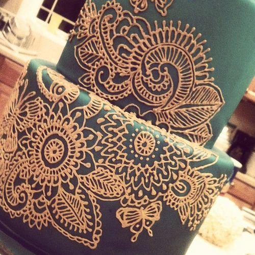 Henna cake coming along ...
