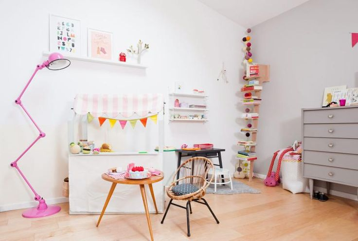 great kids space, awesome lamp