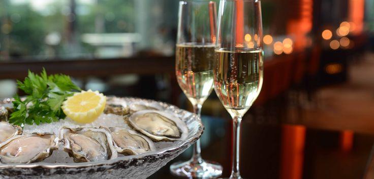 Друзья! Приглашаем Вас 17 апреля провести красивый вечер средиземноморской кухни в Emporio Cafe! Устрицы Blue Perl #1, салат из осьминога, соте из мидий, осьминог на гриле...Весь вечер пройдет в сопровождении живой и непринужденной Лаунж музыки. Побалуйте себя изысканными деликатесами, наслаждаясь приятным и вкусным вечером 17 апреля!