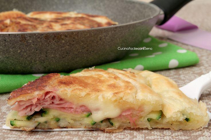 Torta Salata in Padella con Zucchine, Prosciutto e Scamorza